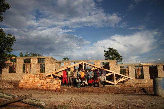Kifufu Integrative School Uganda Baustellenfoto Team OEOOO Architektur